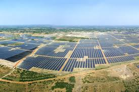 The Indian state of Tamil Nadu holds the world's largest solar power farm (Kamuthi Solar Park) at over 10 sq km in area. (Photo from WIkimedia Commons by Anna Frodesiak)